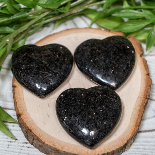 Nuummite heart